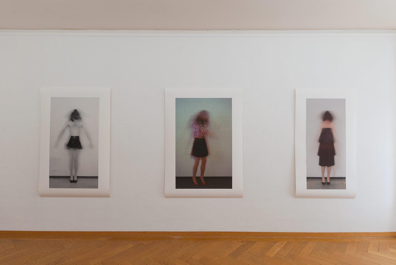 Ausstellungsansicht im Kunstmuseum Olten mit drei grossformatigen Fotografien