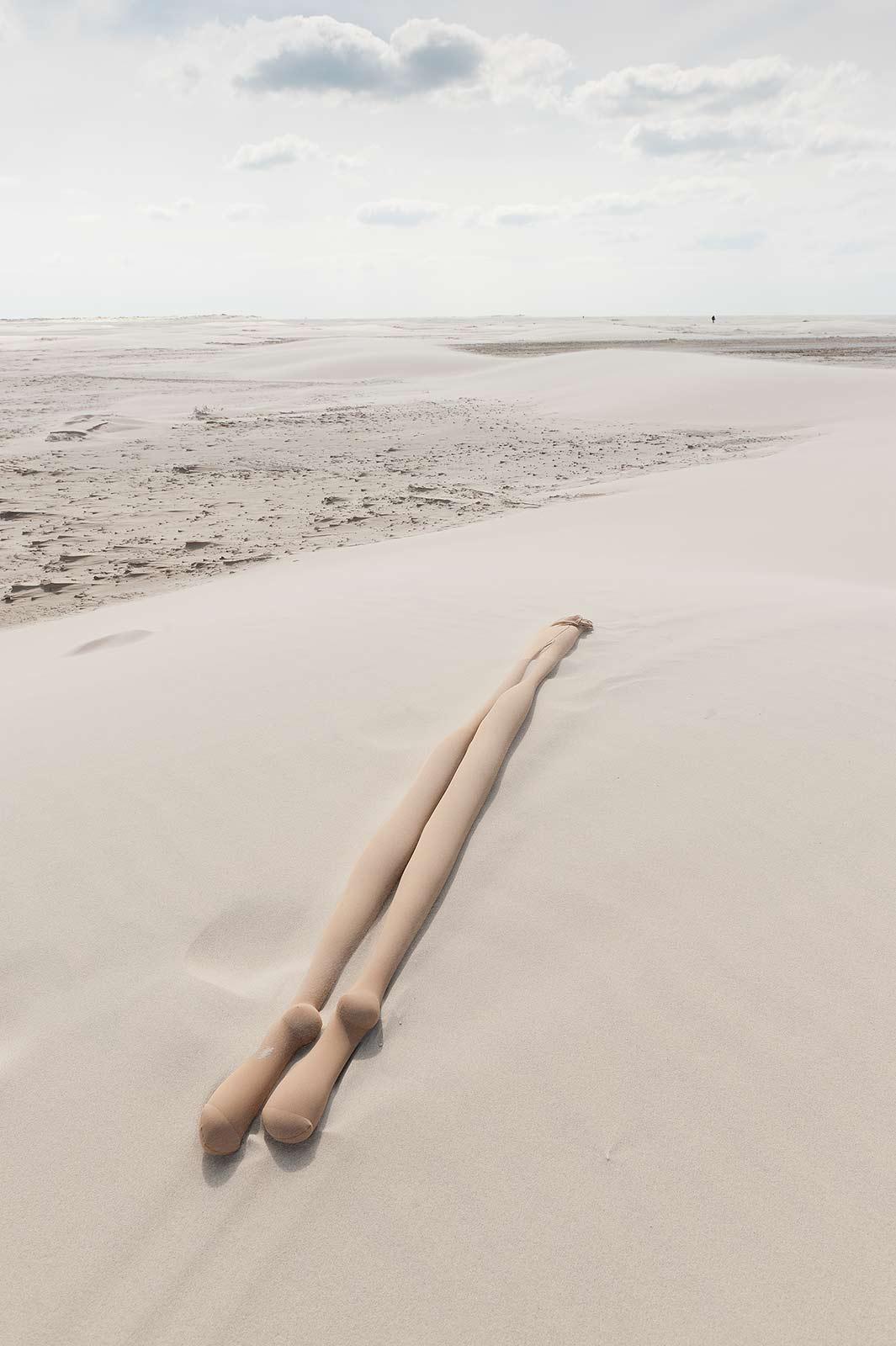 fabian_matz_2017_shaped_bodies_sand_polyamide_tights_14