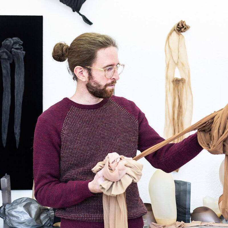 Der Künstler Fabian Matz in seinem Atelier