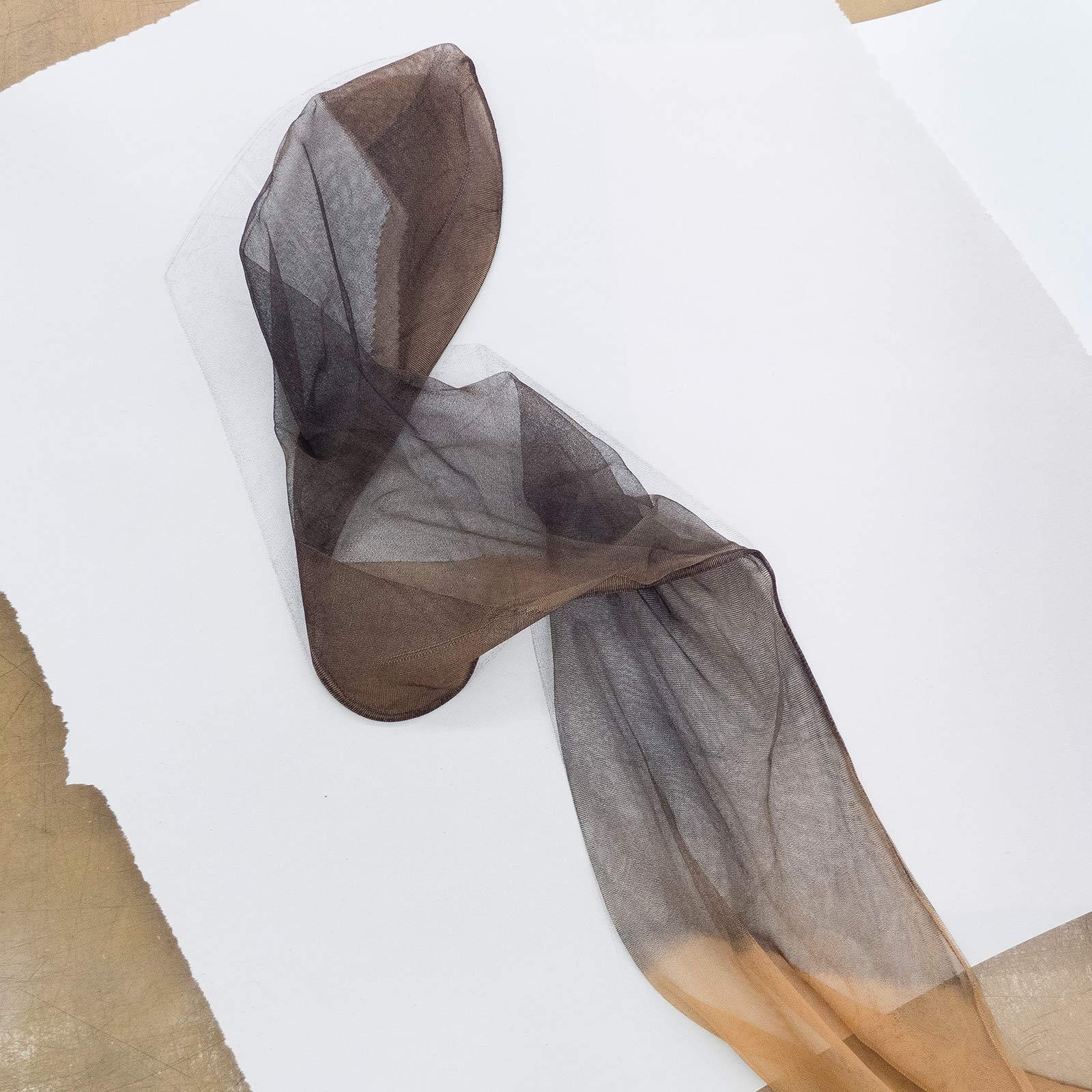 Ein mit schwarzer Druckfarbe eingefärbter Strumpf
